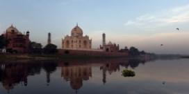 Taj Mahal krijgt grondige opfrisbeurt met modder