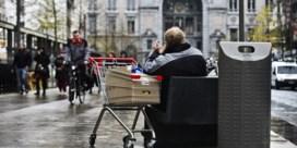 De Wever legt agressieve bedelaars straatverbod op