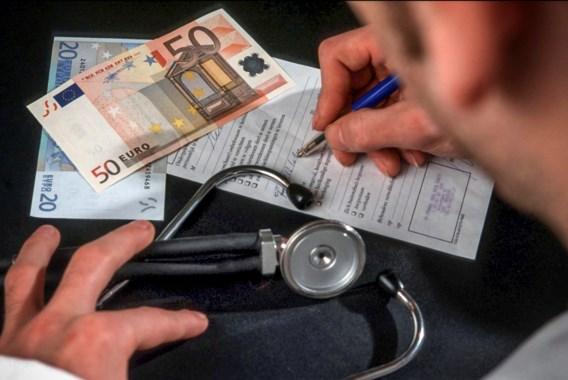 Artsen en ziekenfondsen maken brandhout van begroting