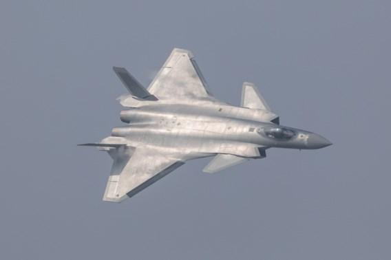 China stelt nieuwste straaljager officieel voor