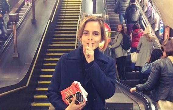 Emma Watson verstopt boeken in de metro