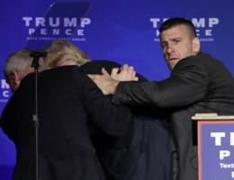 Trump in allerijl van podium gehaald