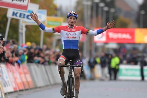 Van der Poel wint in Ruddervoorde, Van Aert verliest duel na fatale fietswissel
