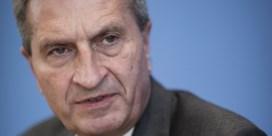 Oettinger doet het opnieuw: in privéjet met Kremlingetrouwe zakenman
