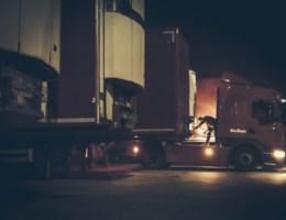 Agenten aangevallen door migranten na controle op snelwegparking