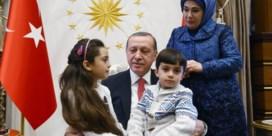 Erdogan ontvangt Bana Al-Abed, het meisje dat uit Aleppo twitterde