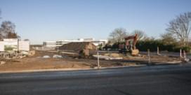 Groots ziekenhuiscomplex, maar geen eigen bushalte