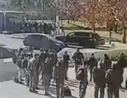 Beelden opgedoken van vrachtwagen die op groep soldaten in Jeruzalem inrijdt