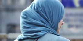 1 rechter op 7 heeft probleem met hoofddoek op zitting