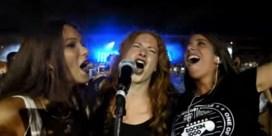 VIDEO. Duizend muzikanten rocken op 'Smells like teen spirit'