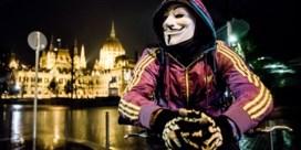 Anonymous wil Trump offline: 'Laat hem piepen als een moerasvarken'