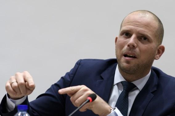 Francken wint derdenverzet over 'gevaarlijke' Algerijn