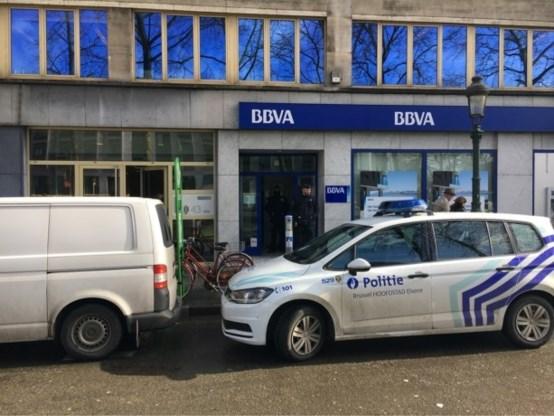 Agent gedwongen om wapen af te geven bij bankoverval in Brussel