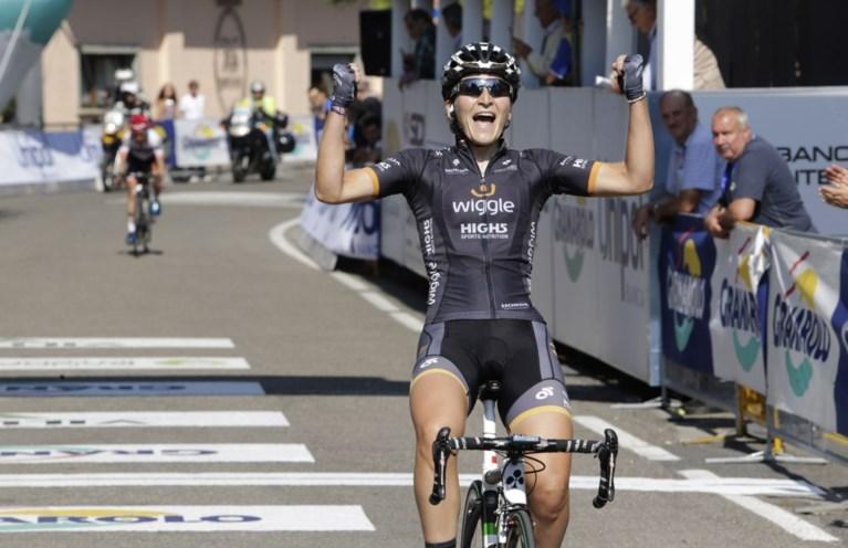 Elisa Longo Borghini wint ondanks val  Strade Bianche bij de vrouwen na spectaculaire finale