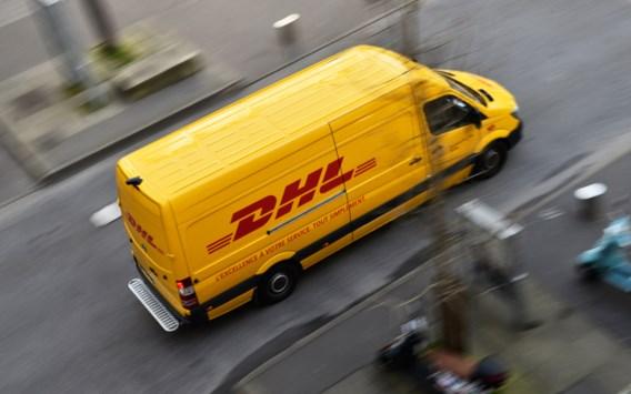 De job van koerier: de man die de pakjes brengt