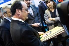 Fillon beschuldigt president Hollande ervan achter perslekken te zitten