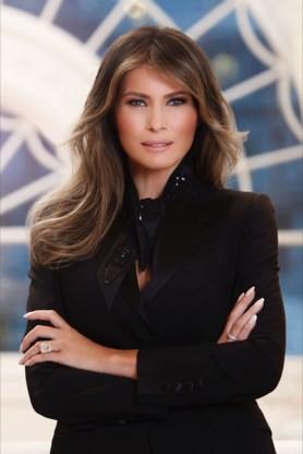 Witte Huis stelt eerste officiële portret van Melania Trump voor