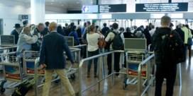 Langere wachtrijen op Zaventem: 'Reizigers komen te vroeg'