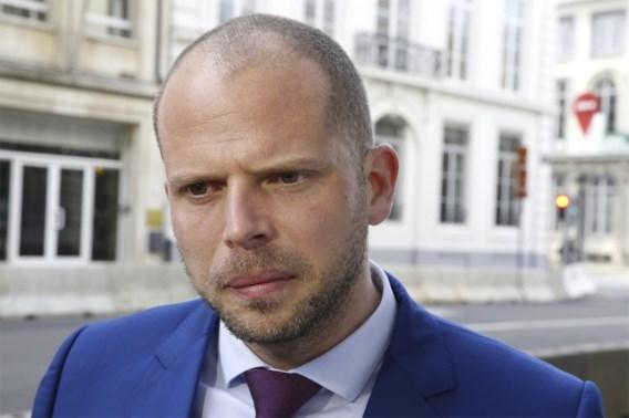 Francken haalt uit naar voorganger: 'Hij regulariseerde criminelen bij de vleet'