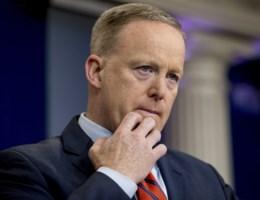 Spicer verontschuldigt zich voor Hitler-uitspraak