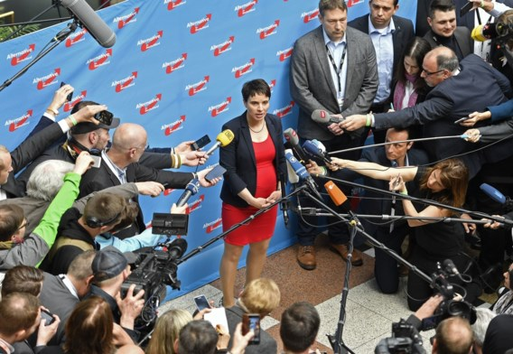Partijleden zetten Frauke Petry een hak op congres AfD