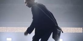 Zo draagt Pharrell Williams zijn Chanel-handtas