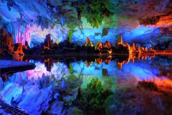 Kleurrijk spektakel in Chinese grotten