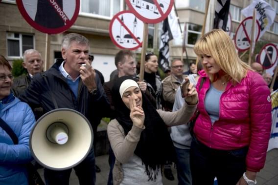 Vlaams Belang voert actie tegen moslimbeurs in Antwerp Expo