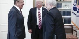 Trump plaveit weg naar eigen afzetting