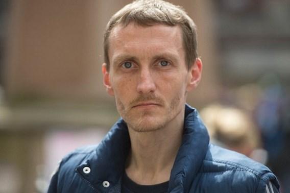 Londense voetbalclub beloont dakloze uit Manchester met woning