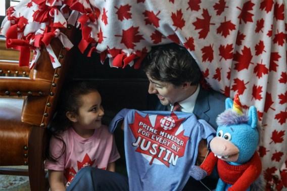 Trudeau bouwt kussenkamp met minister-voor-een-dag Bella (5)