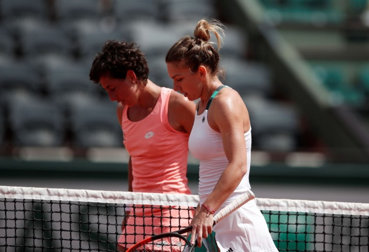 Halep makkelijk naar kwartfinale Roland Garros, Svitolina komt met schrik vrij
