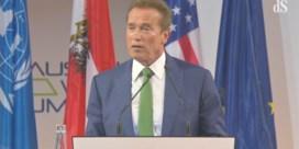 Schwarzenegger veegt Trump mantel uit over Parijsakkoord