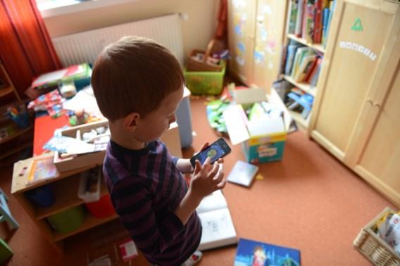 '40 procent van 8- en 9-jarigen bezit smartphone'