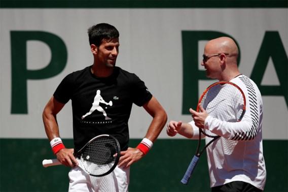 """Agassi: """"Ik wilde Djokovic eerst niet coachen, maar mijn vrouw wilde me het huis uit"""""""
