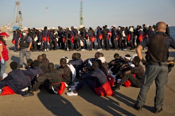 Italië dreigt met sluiting havens voor boten met migranten