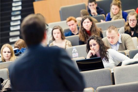 'Slechts helft afgestudeerden heeft behaalde universitair diploma echt nodig'