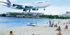 Vrouw sterft door vliegtuig op Sint-Maarten