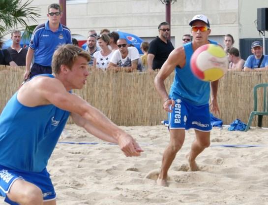 Koekelkoren/Van Walle en Catry/Vandesteene halen het in Menen op BK beachvolley