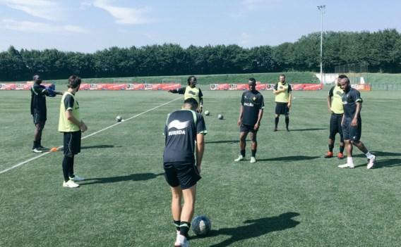 Belgische voetballers zonder contract mogen zich in de kijker spelen tegen Nederland