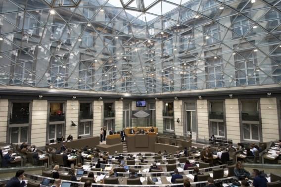 Parlementen afslanken brengt 150 miljoen euro op