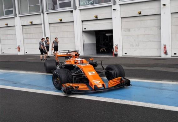 Stoffel Vandoorne test intermediate-regenbanden voor het F1-seizoen 2018
