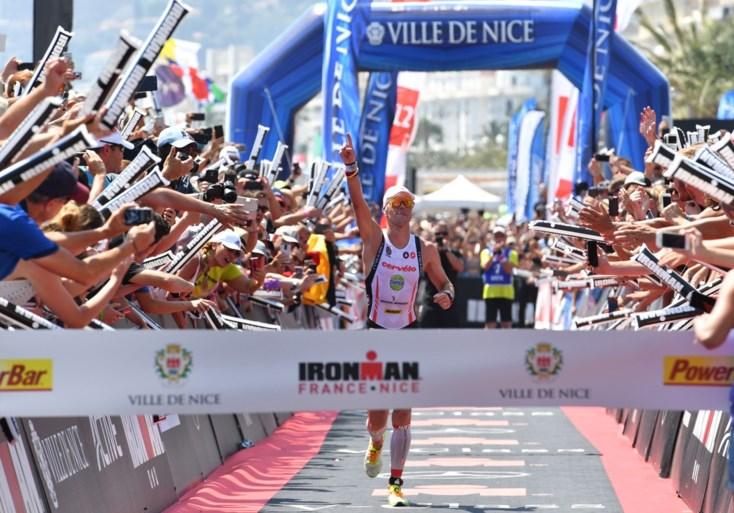 Zelfs douchekop houdt hem niet tegen: Van Lierde wint voor vierde keer Ironman van Nice