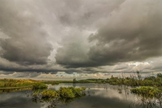 Fris met buien en onweer