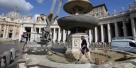 Paus denkt aan milieu en legt fonteinen Vaticaan stil