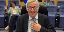 Onverwacht telefoontje verrast Juncker: 'Het zal mijn vrouw zijn. Ah nee, het is mevrouw Merkel'
