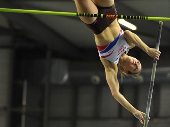 Fanny Smets evenaart Belgisch record polsstokspringen tijdens Nacht van de Atletiek