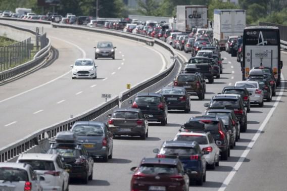 Zwarte zaterdag op Europese wegen: vakantiegangers in urenlange files
