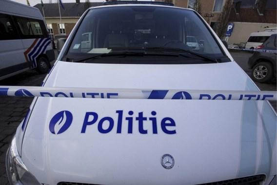 Weerspannige jongeren breken arm van politieagente