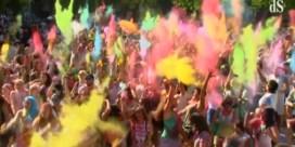 KLEURRIJK: Honderden vieren in kleur op Monsoon Holi